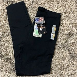 NWT DANSKIN SZ L black leggings